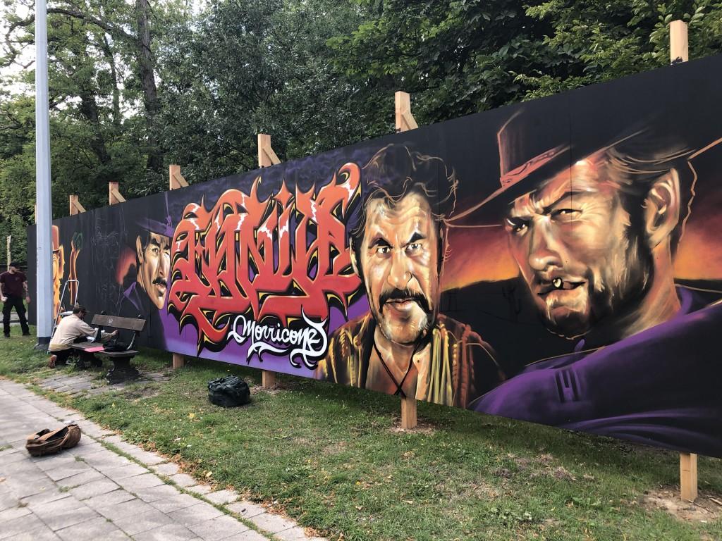 Bel hommage des Graffeurs de « Foreverewalls » à Ennio ! C'est à Evere !