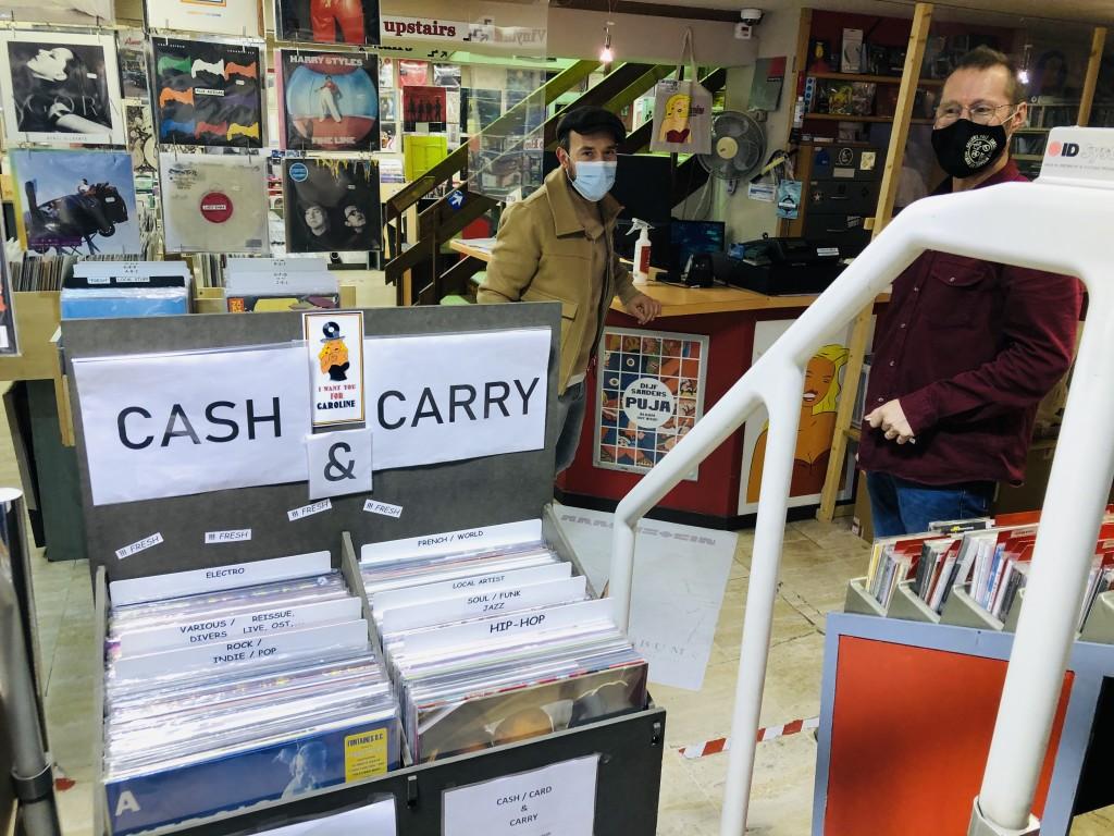 Un Monde en confinement (deuxième) 30 : « Click and Collect, Cash and carry...tu commandes un disque , tu le prends mais plus question de fouiller dans les bacs! »(1)